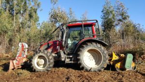 Tractor Forestal con Desbrozadora de Martillos